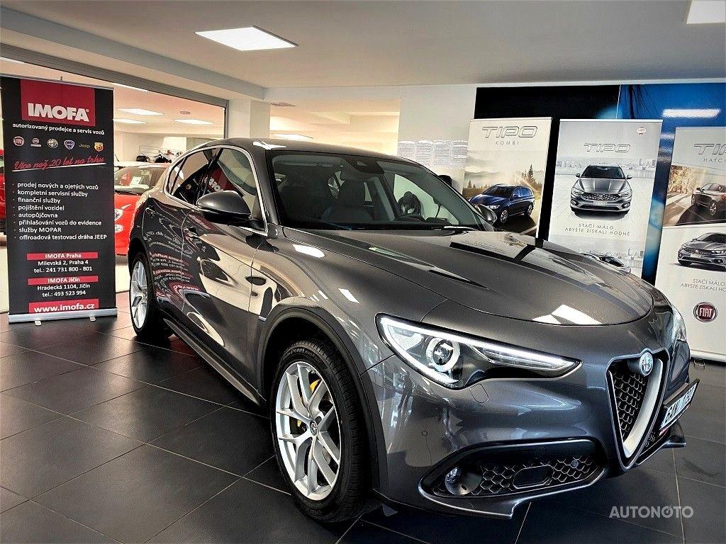 Alfa Romeo Stelvio, 2017 - celkový pohled