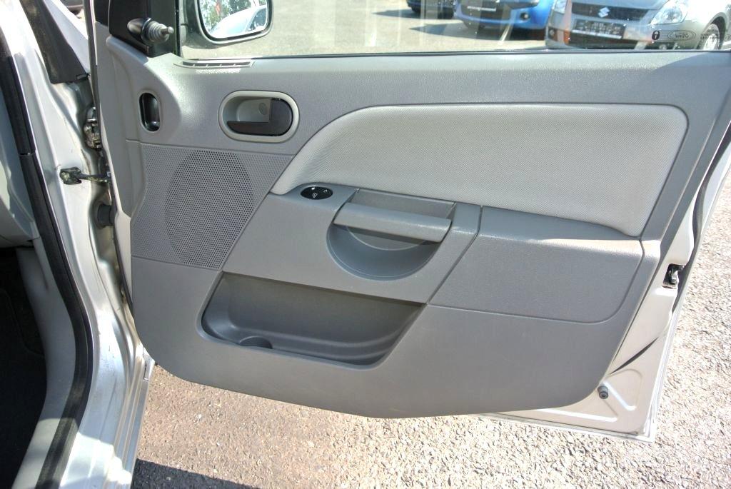 Ford Fiesta, 2003 - pohled č. 24