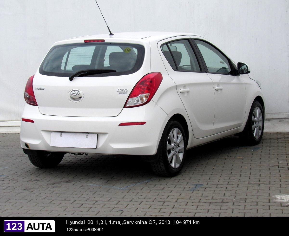 Hyundai i20 2013 pohled 5