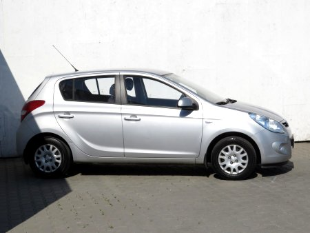 Hyundai i20, 2010 - pohled č. 4
