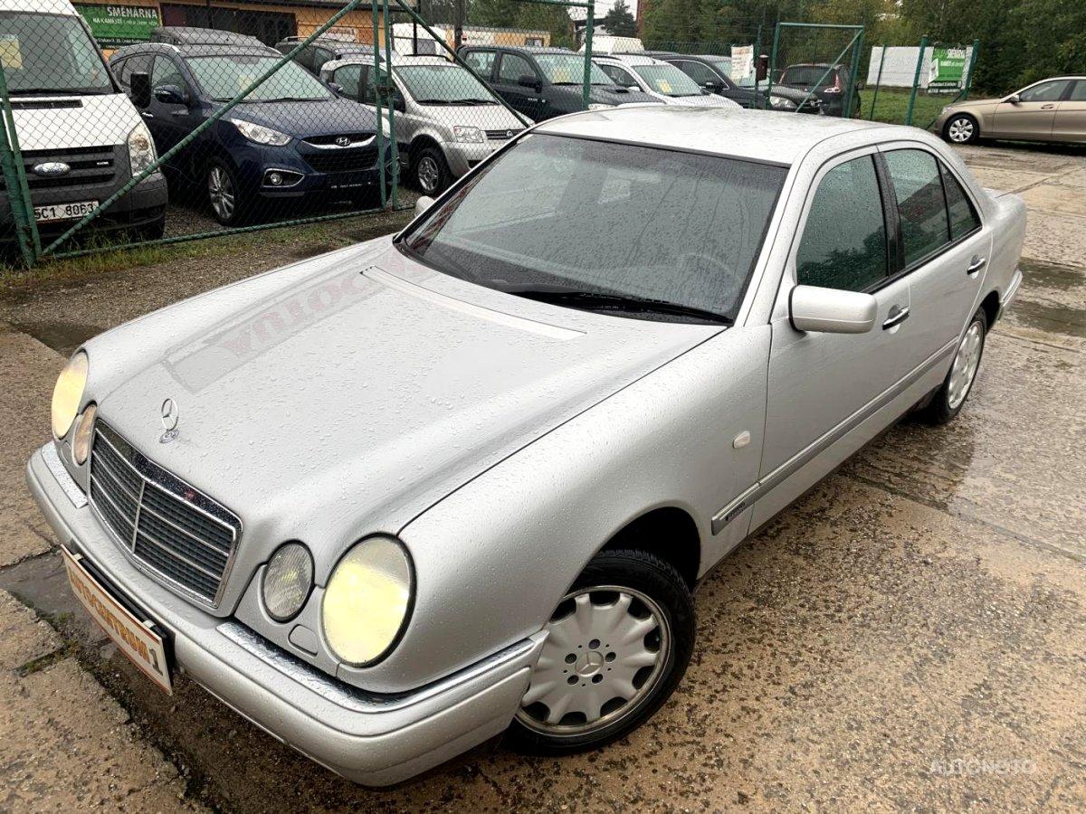 Mercedes-Benz Třídy E, 1997 - celkový pohled