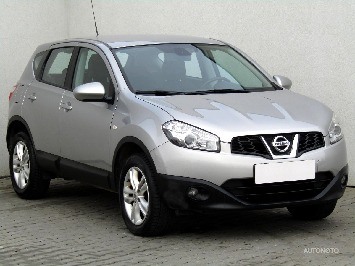 nissan qashqai r v 2012 prodej bazar. Black Bedroom Furniture Sets. Home Design Ideas