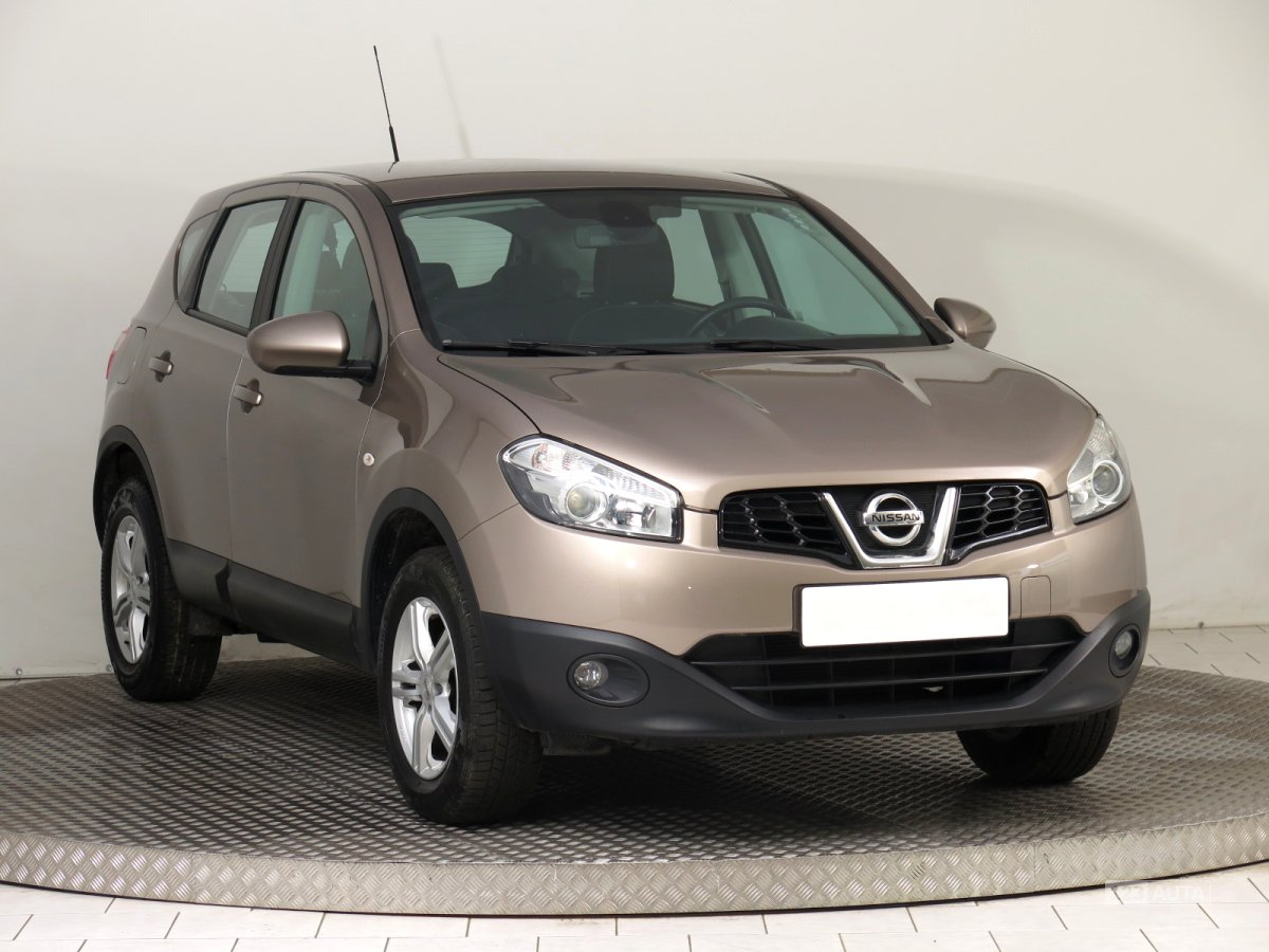 nissan qashqai r v 2013 prodej bazar. Black Bedroom Furniture Sets. Home Design Ideas