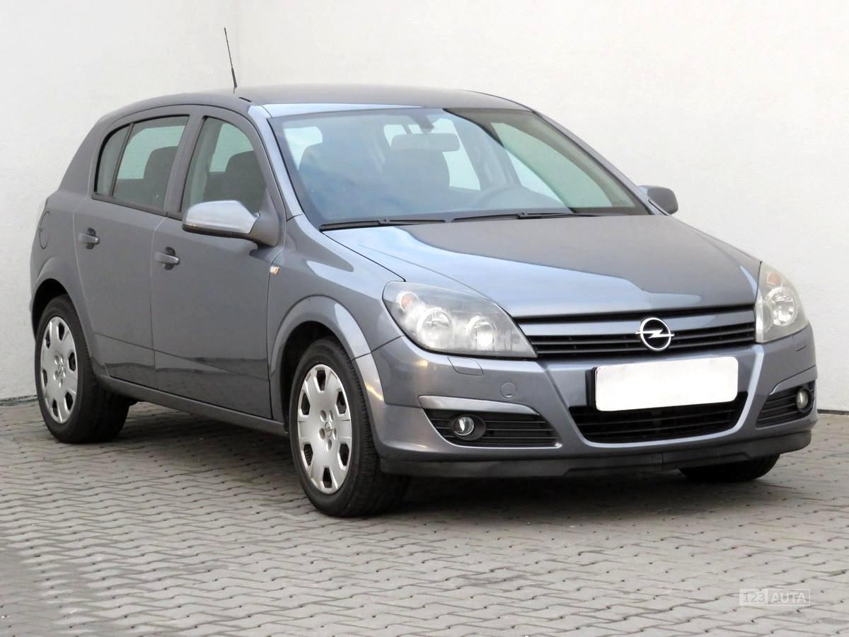 Opel Astra, 2004 - celkový pohled