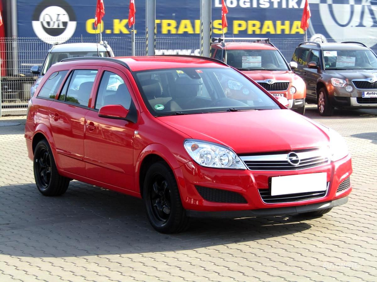 Opel Astra, 2009 - celkový pohled