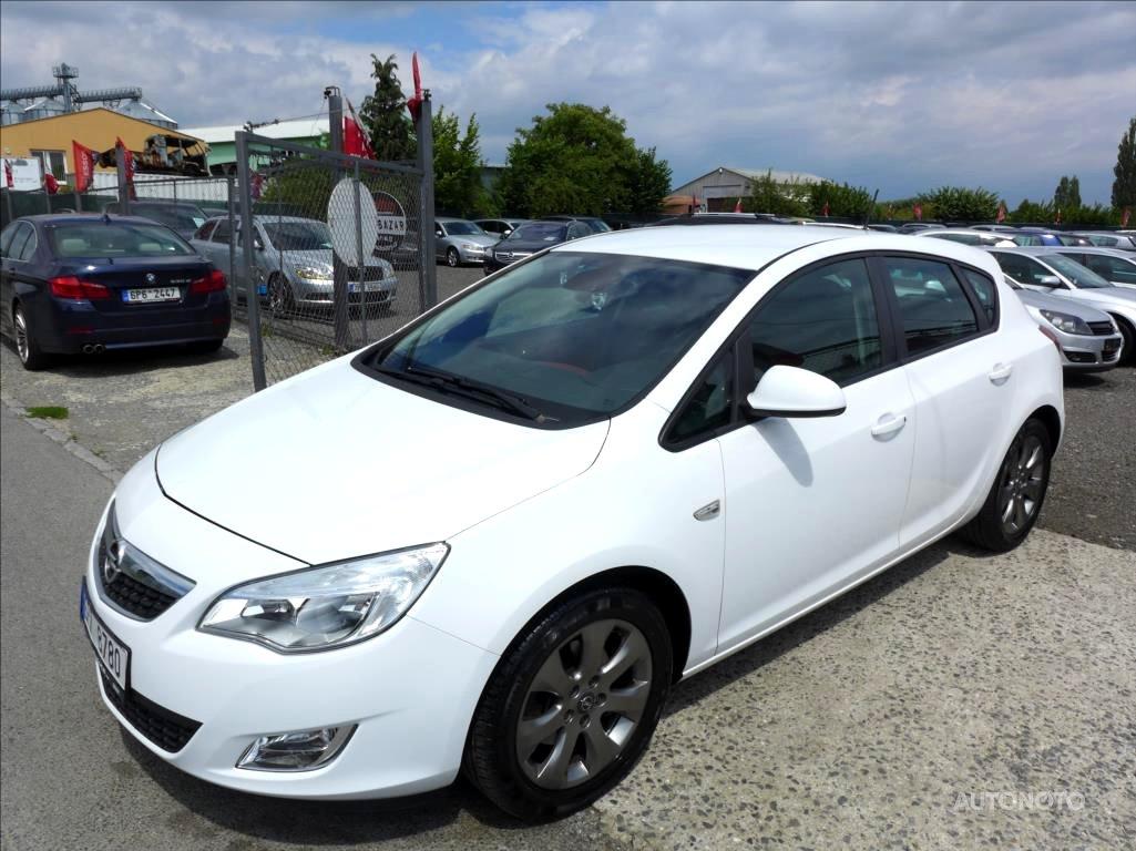 Opel Astra, 2010 - celkový pohled