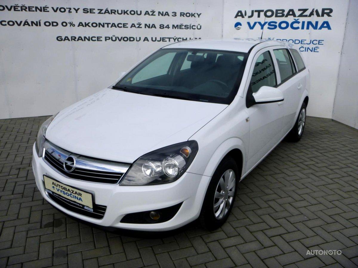 Opel Astra, 2011 - celkový pohled