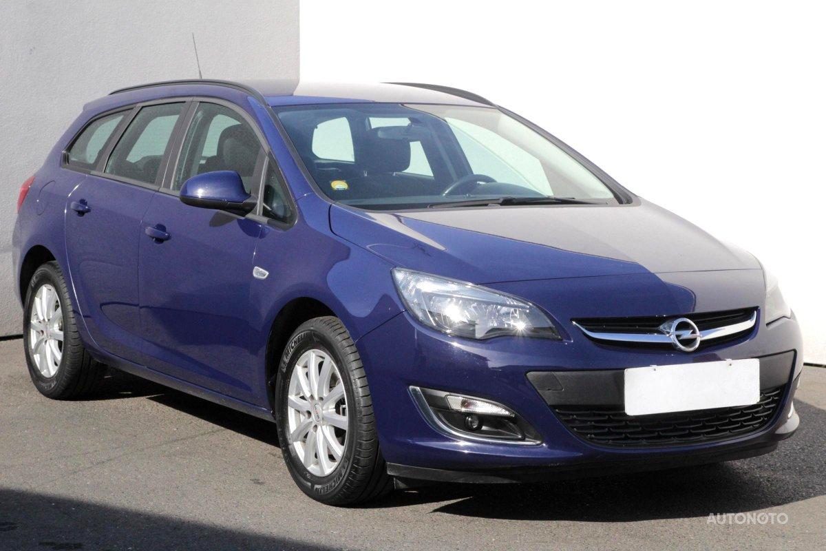 Opel Astra, 2013 - celkový pohled