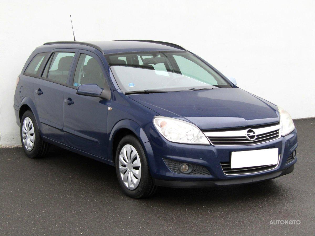 Opel Astra, 2008 - celkový pohled