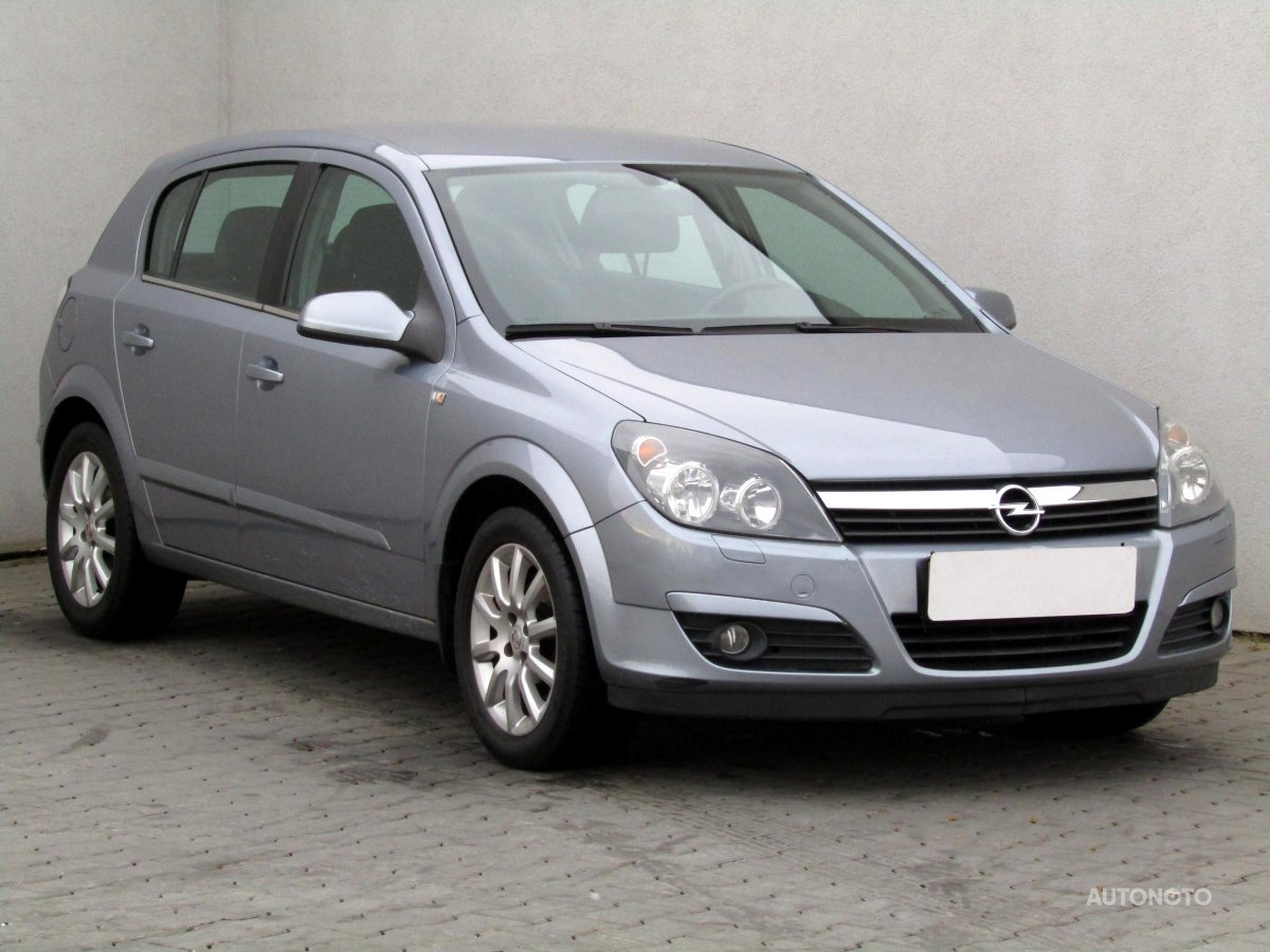 Opel Astra, 2005 - celkový pohled