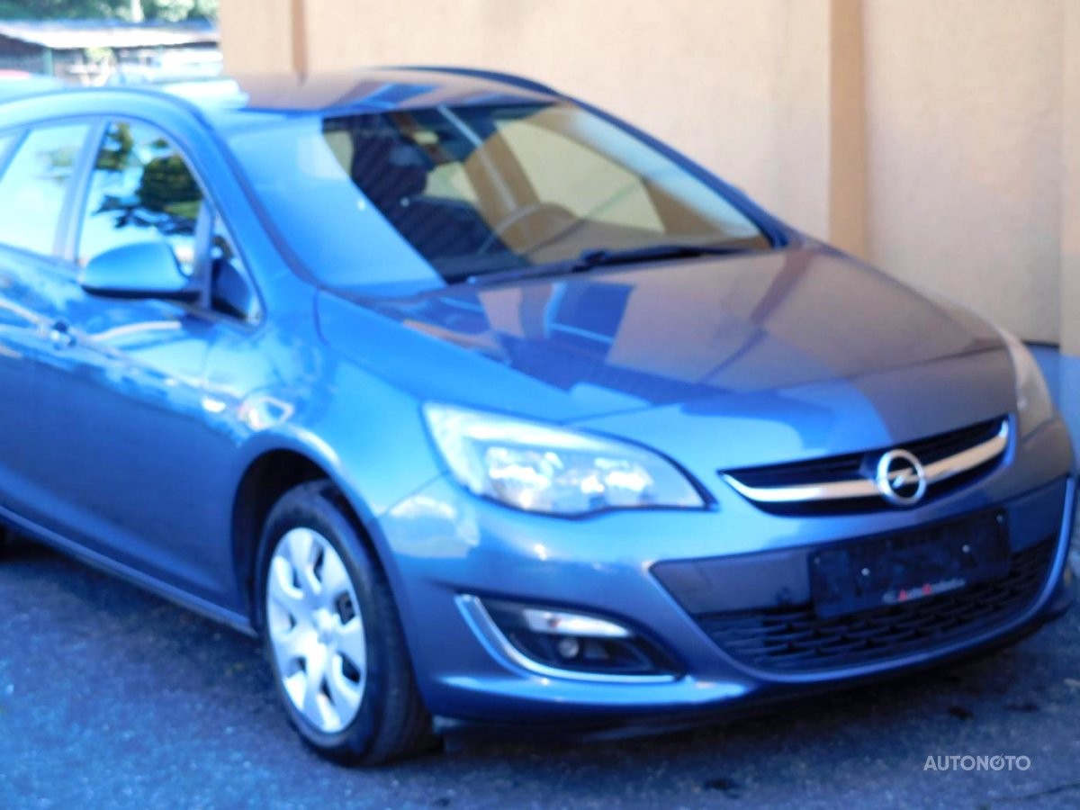 Opel Astra, 2012 - celkový pohled