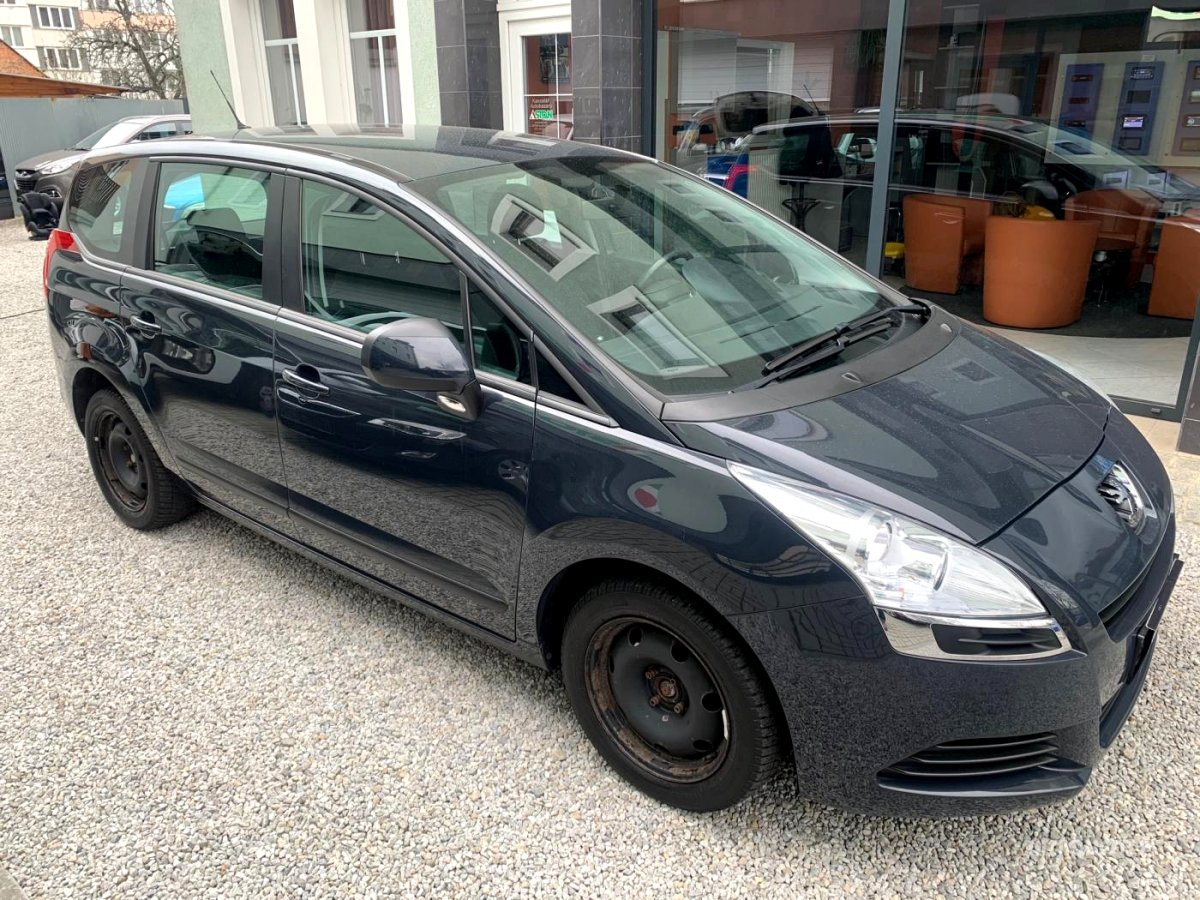 Peugeot 5008, 2011 - celkový pohled