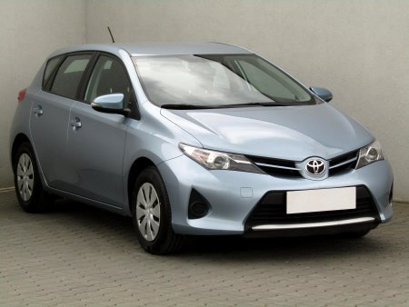 Toyota Auris, 2015