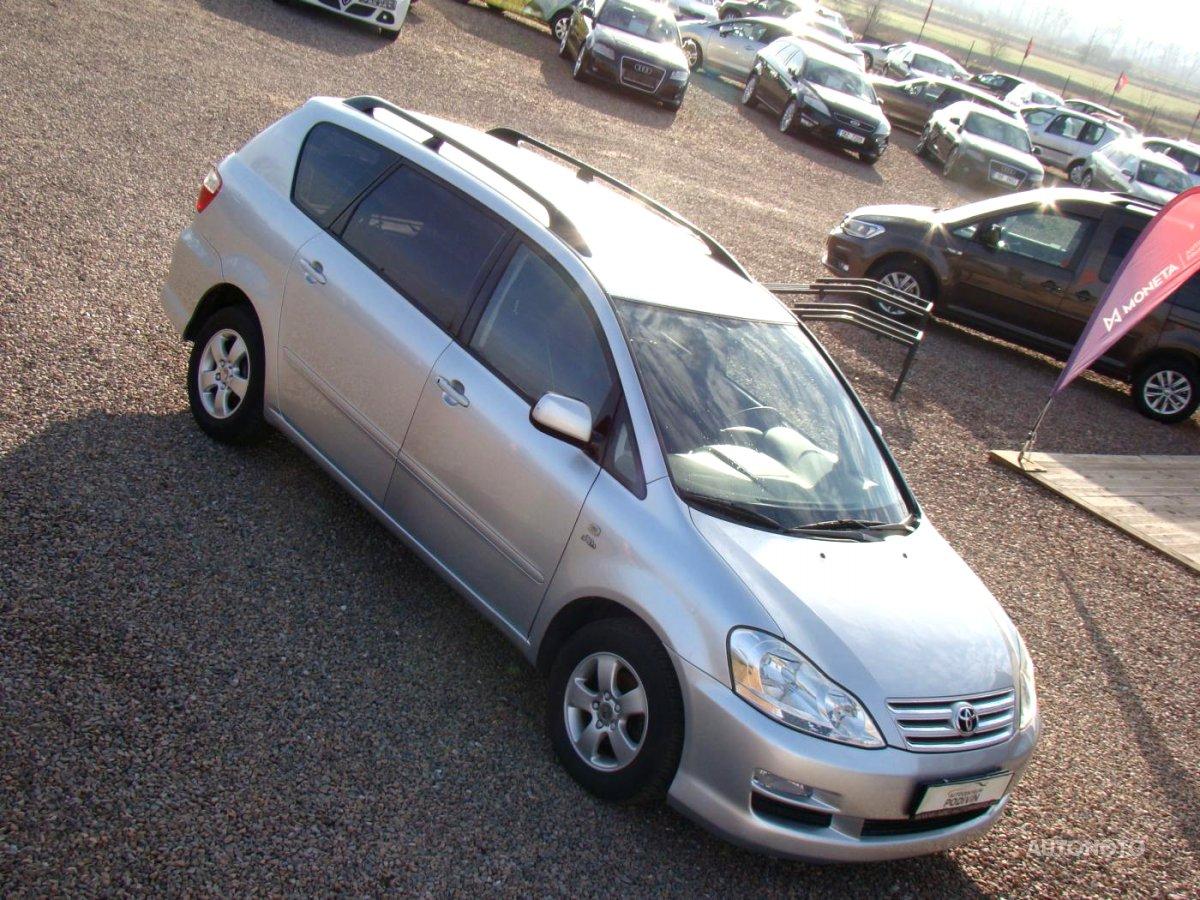 Toyota Avensis Verso, 2003 - celkový pohled
